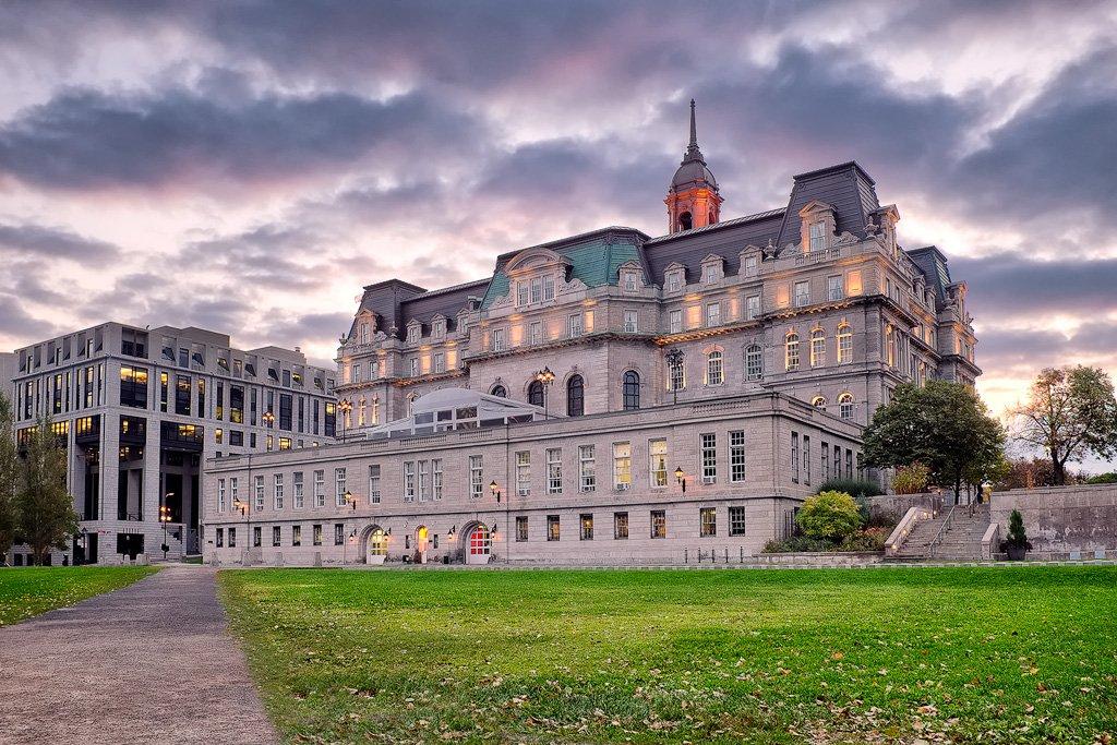 Hôtel de Ville de Montréal par le photographe Rachik Bouanani sur rachikb.com